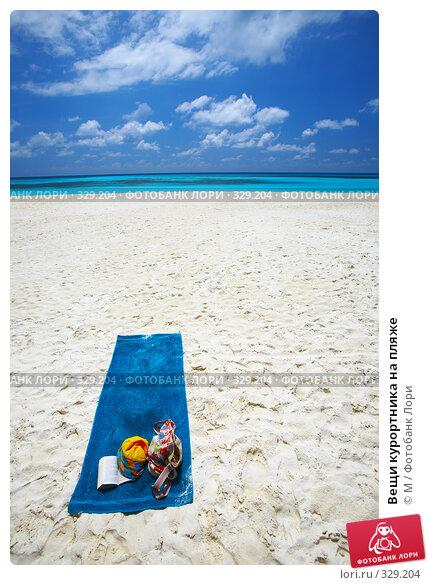 Вещи курортника на пляже, фото № 329204, снято 21 сентября 2017 г. (c) Михаил / Фотобанк Лори
