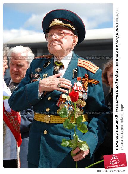 Ветеран Великой Отечественной войны во время праздника Победы 9 мая на Поклонной горе в Москве (2010 год). Редакционное фото, фотограф lana1501 / Фотобанк Лори