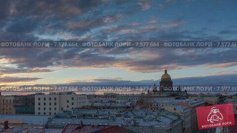 Вид на крыши Санкт-Петербурга и Исаакиевский собор во время заката. Таймлапс (2015 год). Стоковое видео, видеограф Кирилл Трифонов / Фотобанк Лори
