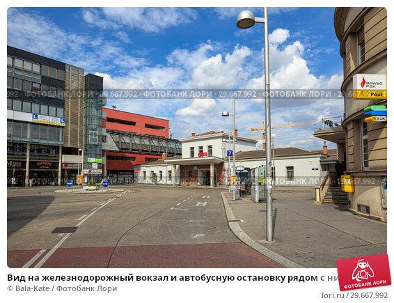 Купить «Вид на железнодорожный вокзал и автобусную остановку рядом с ним. Район Лизинг, Вена, Австрия.», фото № 29667992, снято 16 июля 2017 г. (c) Bala-Kate / Фотобанк Лори