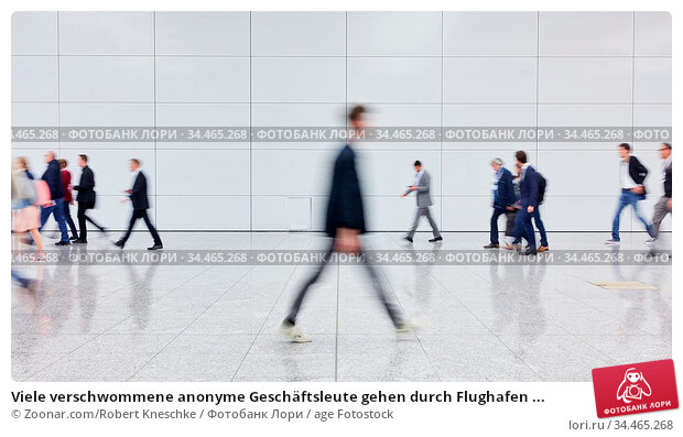 Viele verschwommene anonyme Geschäftsleute gehen durch Flughafen ... Стоковое фото, фотограф Zoonar.com/Robert Kneschke / age Fotostock / Фотобанк Лори