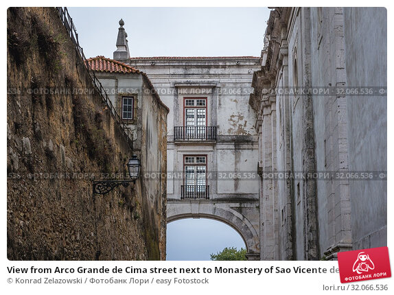 View from Arco Grande de Cima street next to Monastery of Sao Vicente de Fora in Lisbon, Portugal. Стоковое фото, фотограф Konrad Zelazowski / easy Fotostock / Фотобанк Лори