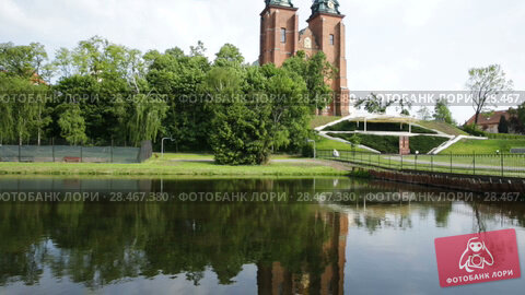 Купить «View of Roman Catholic Gniezno Cathedral in sunny spring day, Poland», видеоролик № 28467380, снято 22 мая 2018 г. (c) Яков Филимонов / Фотобанк Лори