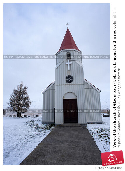 View of the church of Glaumbaer (Iceland), famous for the red color of the roof and for being a very visited stop on the road to Akureyri. Стоковое фото, фотограф Joaquín Gómez / age Fotostock / Фотобанк Лори