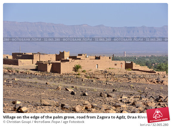Village on the edge of the palm grove, road from Zagora to Agdz, Draa River valley, Province of Zagora, Region Draa-Tafilalet, Morocco, North West Africa. Стоковое фото, фотограф Christian Goupi / age Fotostock / Фотобанк Лори