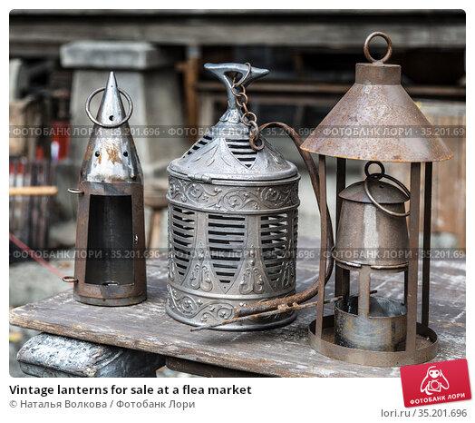 Vintage lanterns for sale at a flea market. Стоковое фото, фотограф Наталья Волкова / Фотобанк Лори