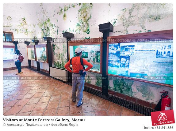 Купить «Visitors at Monte Fortress Gallery, Macau», фото № 31841856, снято 16 сентября 2017 г. (c) Александр Подшивалов / Фотобанк Лори