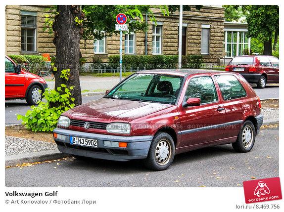 Купить «Volkswagen Golf», фото № 8469756, снято 10 сентября 2013 г. (c) Art Konovalov / Фотобанк Лори