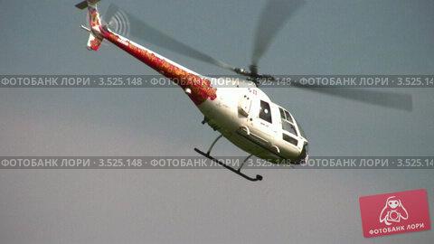 Купить «Вращение вертолета в небе», видеоролик № 3525148, снято 1 сентября 2008 г. (c) Losevsky Pavel / Фотобанк Лори
