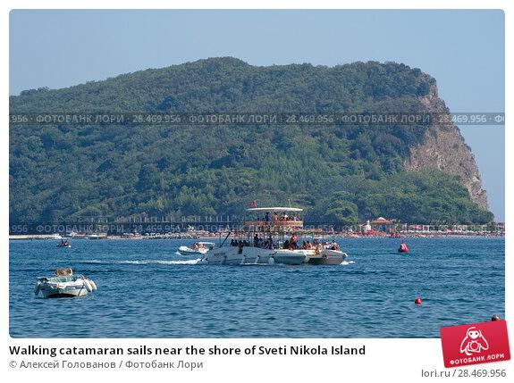 Купить «Walking catamaran sails near the shore of Sveti Nikola Island», фото № 28469956, снято 8 августа 2017 г. (c) Алексей Голованов / Фотобанк Лори