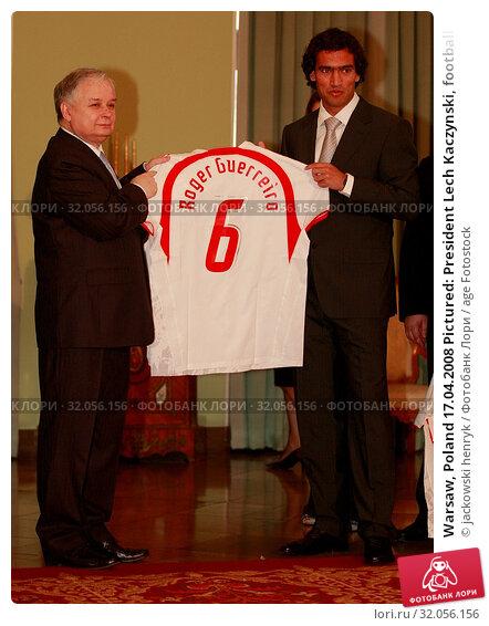 Warsaw, Poland 17.04.2008 Pictured: President Lech Kaczynski, football player Roger Guerreiro. Редакционное фото, фотограф jackowski henryk / age Fotostock / Фотобанк Лори