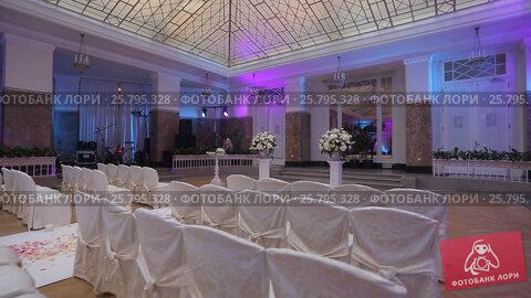 Wedding ceremony decoration indoors, видеоролик № 25795328, снято 16 марта 2016 г. (c) Алексей Макаров / Фотобанк Лори