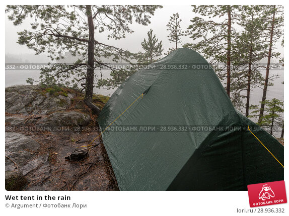 Купить «Wet tent in the rain», фото № 28936332, снято 21 июля 2018 г. (c) Argument / Фотобанк Лори