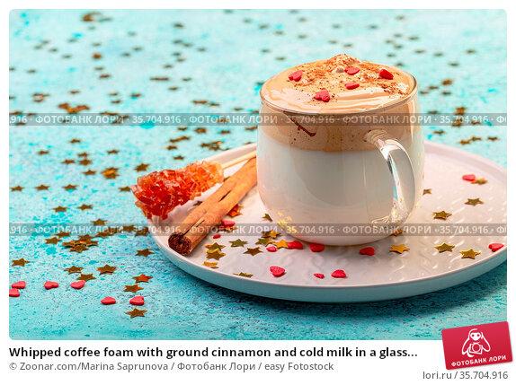 Whipped coffee foam with ground cinnamon and cold milk in a glass... Стоковое фото, фотограф Zoonar.com/Marina Saprunova / easy Fotostock / Фотобанк Лори