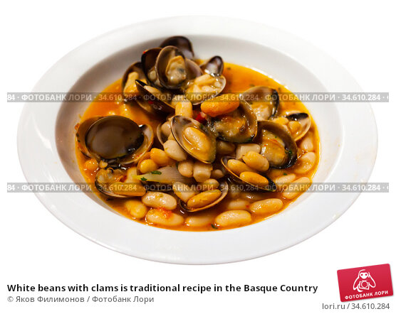 White beans with clams is traditional recipe in the Basque Country. Стоковое фото, фотограф Яков Филимонов / Фотобанк Лори