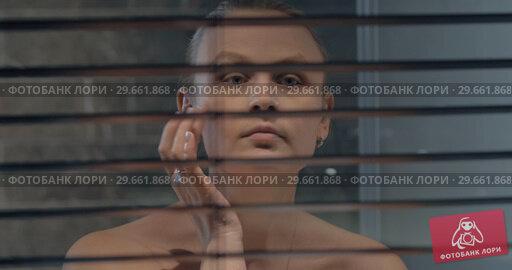 Купить «Woman applying night facial cream», видеоролик № 29661868, снято 27 сентября 2017 г. (c) Данил Руденко / Фотобанк Лори