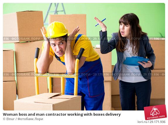 Купить «Woman boss and man contractor working with boxes delivery», фото № 29171936, снято 4 июня 2018 г. (c) Elnur / Фотобанк Лори