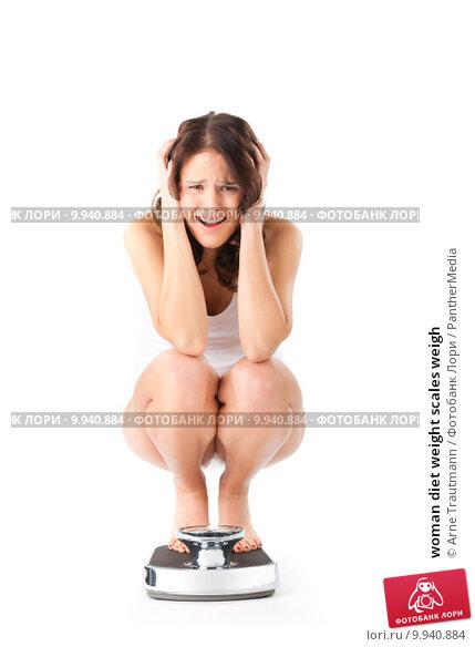 фото женщины сидящей на корточках