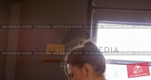 Купить «Woman exercising in a fitness studio 4k», видеоролик № 31933616, снято 26 июня 2018 г. (c) Wavebreak Media / Фотобанк Лори