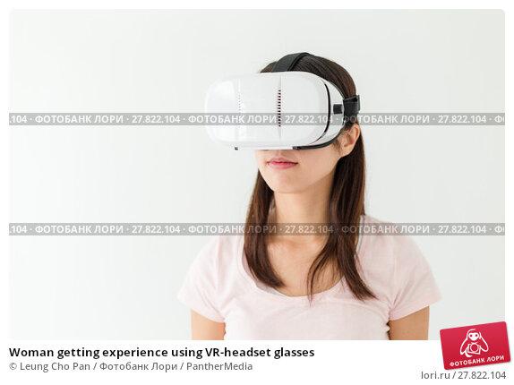 Купить «Woman getting experience using VR-headset glasses», фото № 27822104, снято 18 октября 2018 г. (c) PantherMedia / Фотобанк Лори