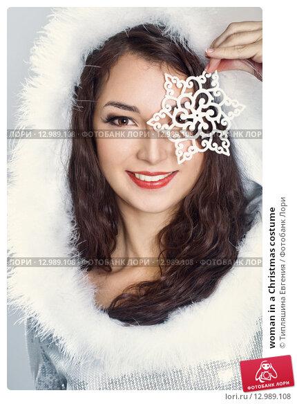 Купить «woman in a Christmas costume», фото № 12989108, снято 13 октября 2015 г. (c) Типляшина Евгения / Фотобанк Лори
