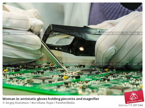 Купить «Woman in antistatic gloves holding pincette and magnifier», фото № 11397544, снято 25 апреля 2019 г. (c) PantherMedia / Фотобанк Лори