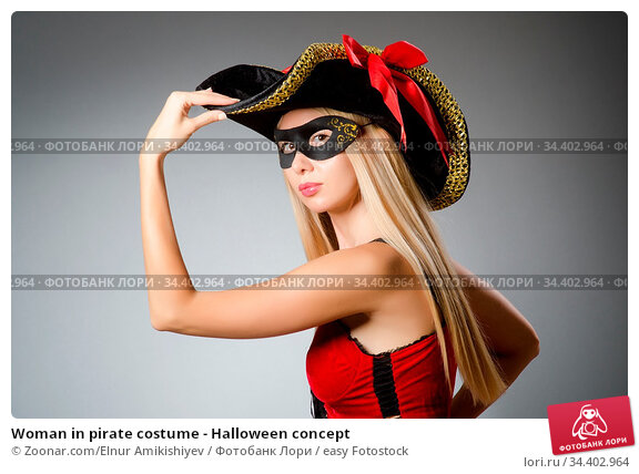 Woman in pirate costume - Halloween concept. Стоковое фото, фотограф Zoonar.com/Elnur Amikishiyev / easy Fotostock / Фотобанк Лори