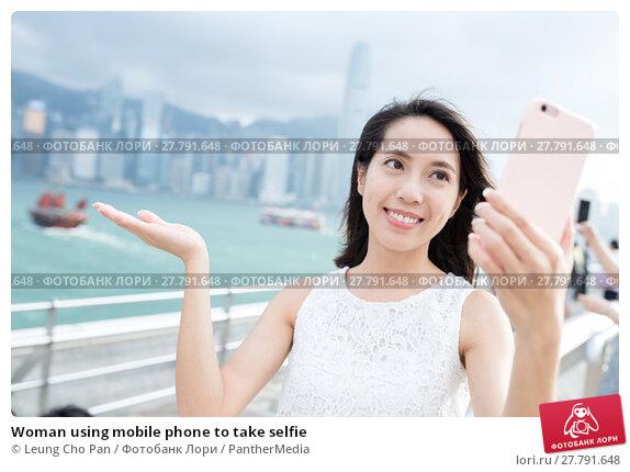 Купить «Woman using mobile phone to take selfie», фото № 27791648, снято 18 октября 2018 г. (c) PantherMedia / Фотобанк Лори