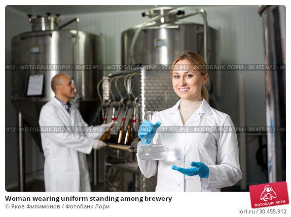 Woman wearing uniform standing among brewery. Стоковое фото, фотограф Яков Филимонов / Фотобанк Лори