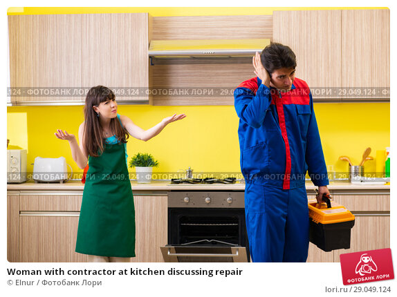Купить «Woman with contractor at kitchen discussing repair», фото № 29049124, снято 20 июня 2018 г. (c) Elnur / Фотобанк Лори
