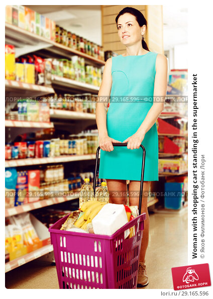 Купить «Woman with shopping cart standing in the supermarket», фото № 29165596, снято 6 июня 2017 г. (c) Яков Филимонов / Фотобанк Лори