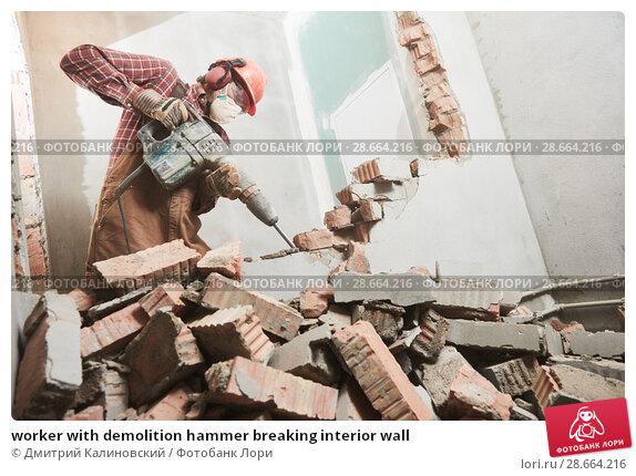 Купить «worker with demolition hammer breaking interior wall», фото № 28664216, снято 8 декабря 2017 г. (c) Дмитрий Калиновский / Фотобанк Лори