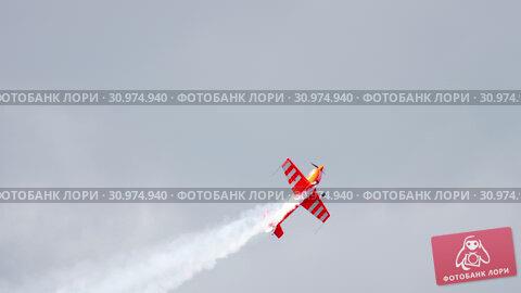 Купить «World champion performs aerobatics», видеоролик № 30974940, снято 16 июня 2019 г. (c) Игорь Жоров / Фотобанк Лори