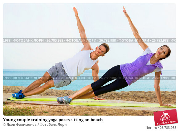 Купить «Young couple training yoga poses sitting on beach», фото № 26783988, снято 24 мая 2018 г. (c) Яков Филимонов / Фотобанк Лори