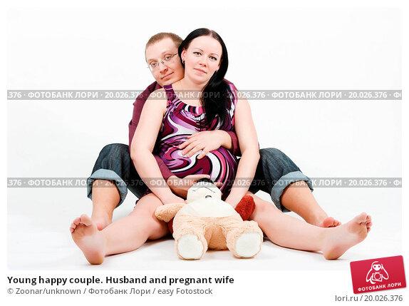 фото муж обнимает беременную жену