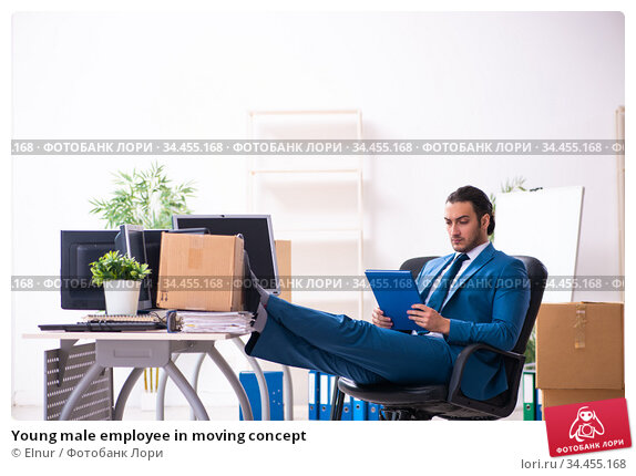 Young male employee in moving concept. Стоковое фото, фотограф Elnur / Фотобанк Лори