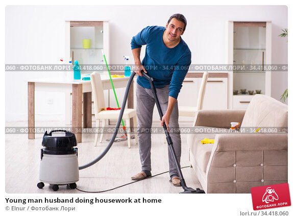 Young man husband doing housework at home. Стоковое фото, фотограф Elnur / Фотобанк Лори