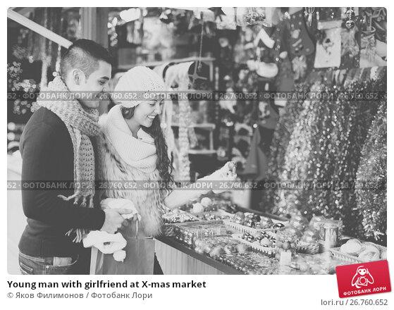 Купить «Young man with girlfriend at X-mas market», фото № 26760652, снято 24 ноября 2017 г. (c) Яков Филимонов / Фотобанк Лори