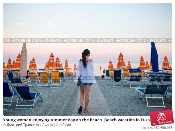 Купить «Young woman enjoying summer day on the beach. Beach vacation in Europe», фото № 30690076, снято 10 июня 2017 г. (c) Дмитрий Травников / Фотобанк Лори