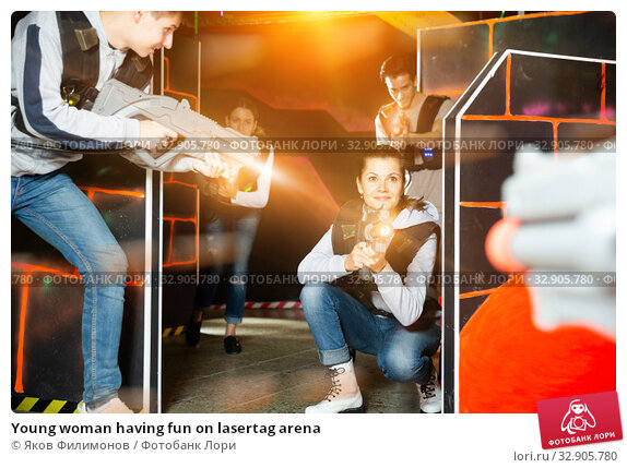 Young woman having fun on lasertag arena. Стоковое фото, фотограф Яков Филимонов / Фотобанк Лори