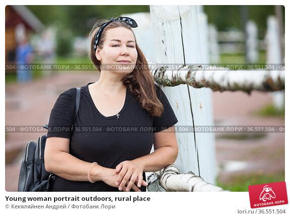Young woman portrait outdoors, rural place. Стоковое фото, фотограф Кекяляйнен Андрей / Фотобанк Лори