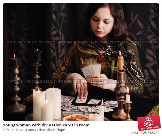 Купить «Young woman with divination cards in room», фото № 25812240, снято 5 марта 2017 г. (c) Майя Крученкова / Фотобанк Лори