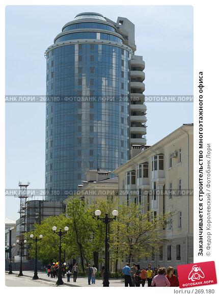 Заканчивается строительство многоэтажного офиса, фото № 269180, снято 1 мая 2008 г. (c) Федор Королевский / Фотобанк Лори