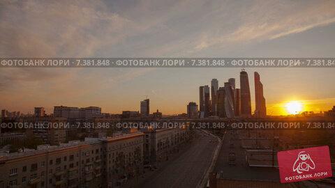 Купить «Закат в Москве, таймлапс», видеоролик № 7381848, снято 4 мая 2015 г. (c) Кирилл Трифонов / Фотобанк Лори