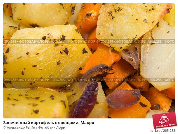 Купить «Запеченный картофель с овощами. Макро», фото № 205288, снято 26 апреля 2018 г. (c) Александр Fanfo / Фотобанк Лори
