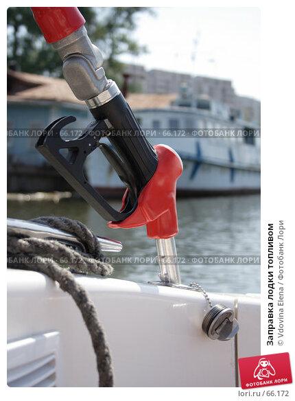 Заправка лодки топливом, фото № 66172, снято 20 июня 2007 г. (c) Vdovina Elena / Фотобанк Лори