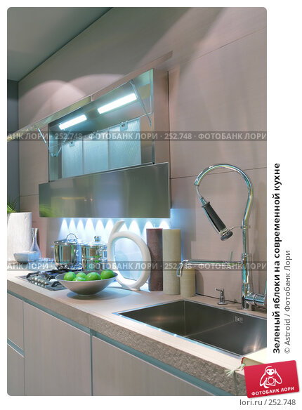 Зеленый яблоки на современной кухне, фото № 252748, снято 8 апреля 2008 г. (c) Astroid / Фотобанк Лори