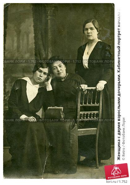 Женщина с двумя взрослыми дочерьми. Кабинетный портрет начала 20 века, фото № 1752, снято 19 января 2017 г. (c) Retro / Фотобанк Лори