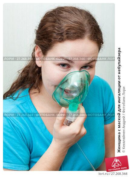 Купить «Женщина с маской для ингаляции от небулайзера», фото № 27268344, снято 16 апреля 2011 г. (c) Кекяляйнен Андрей / Фотобанк Лори