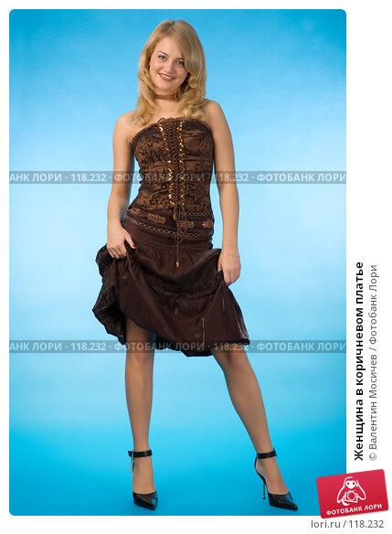 Женщина в коричневом платье, фото № 118232, снято 21 октября 2007 г. (c) Валентин Мосичев / Фотобанк Лори